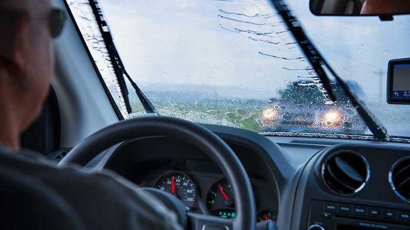 Вождение автомобиля в дождь